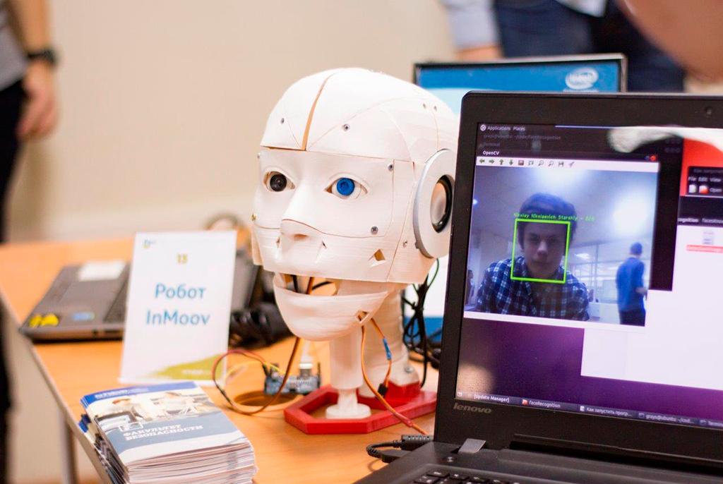 Ученики STEM-центра ТУСУРа сконструировали робота-консультанта истали лауреатами научно-инженерного конкурса