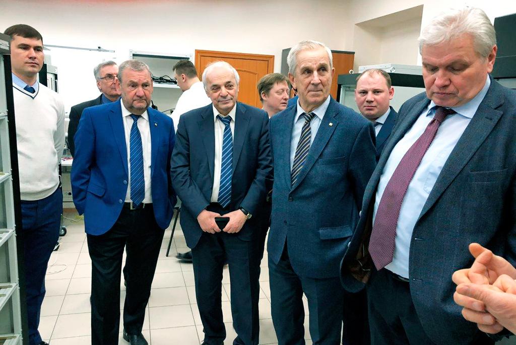 ВТУСУРе состоялся рабочий визит представителей Роскосмоса