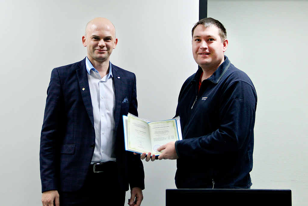 Выпускники курса CCNA Routing and Switching Сетевой академии Cisco ТУСУРа получили международные сертификаты иудостоверения оповышении квалификации