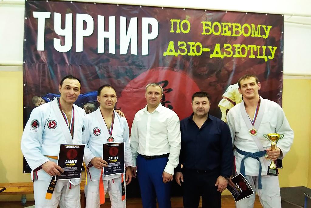Золото боевых искусств: команда ТУСУРа стала первой нарегиональном чемпионате побоевому дзю-дзютцу