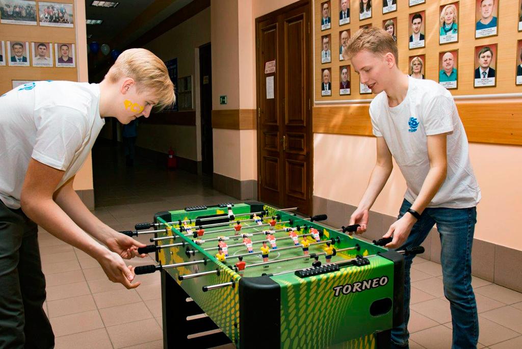 Войти вкоманду ТУСУРа предложили школьникам на«футбольном» Днеоткрытых дверей