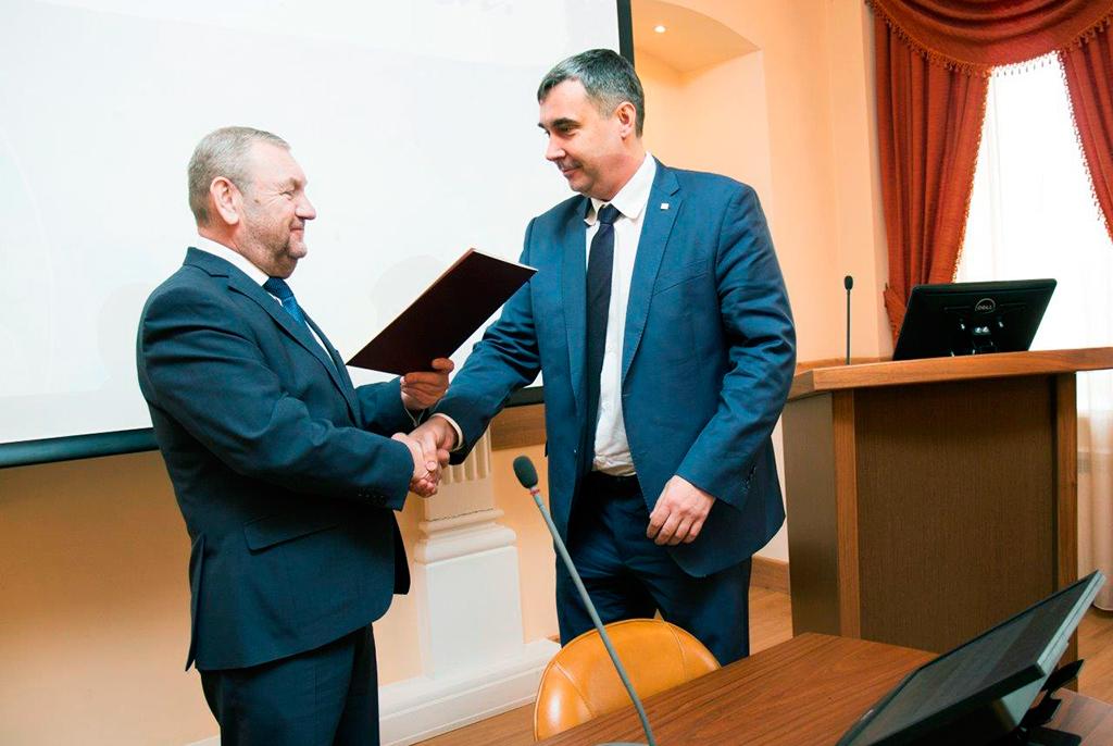 Сотрудникам ТУСУРа вДень космонавтики вручили медали играмоты