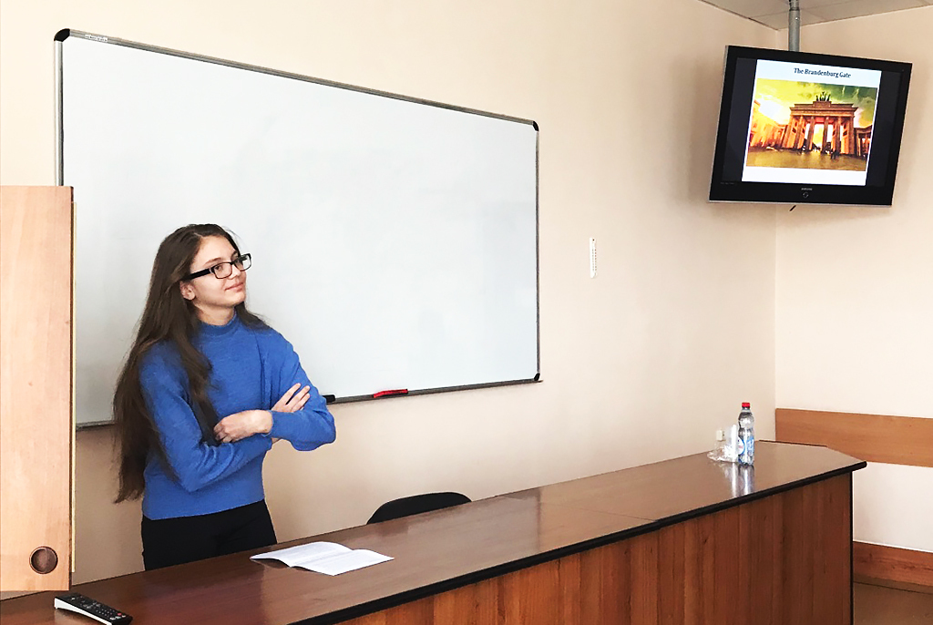 Школьники ТФТЛ изучают иностранные языки вТУСУРе