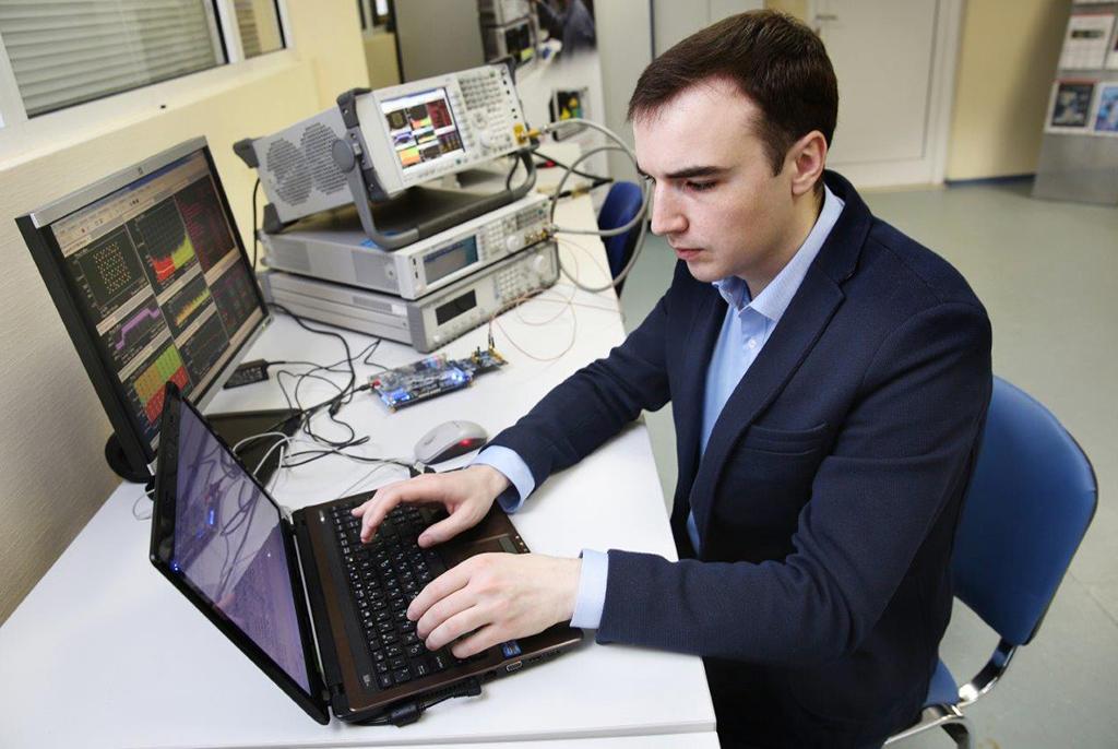 Представитель ТУСУРа стал первым российским экспертом поСАПР Keysight