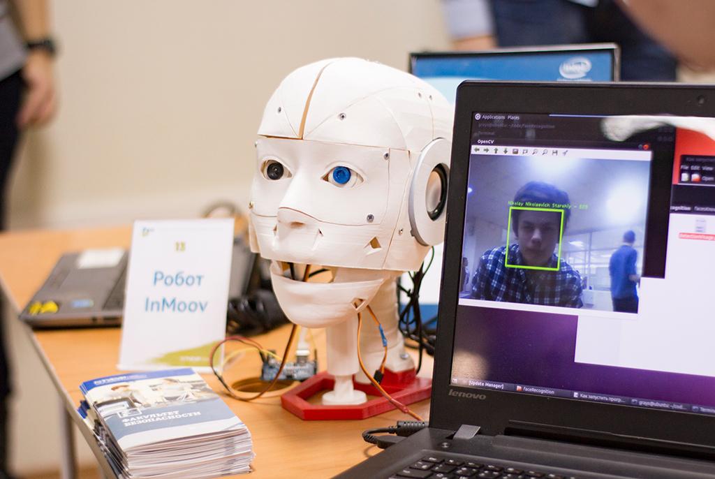 Космическая робототехника: вТУСУРе школьников научат основам нейроуправления икибернетики