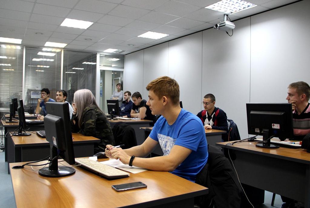Управление дополнительного образования ИИТУСУРа ведёт набор наосенние курсы повышения квалификации
