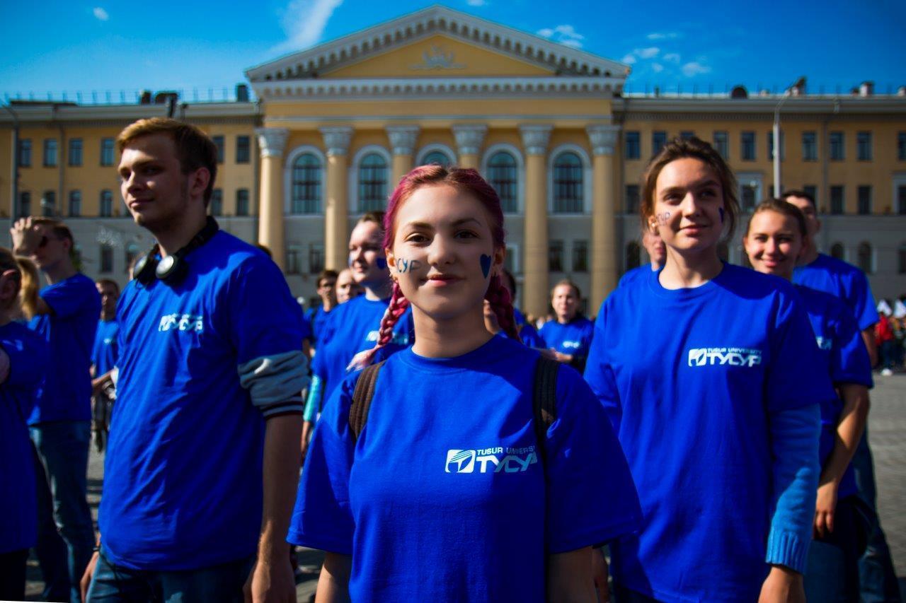 Студенты ТУСУРа приняли участие вПараде университетов