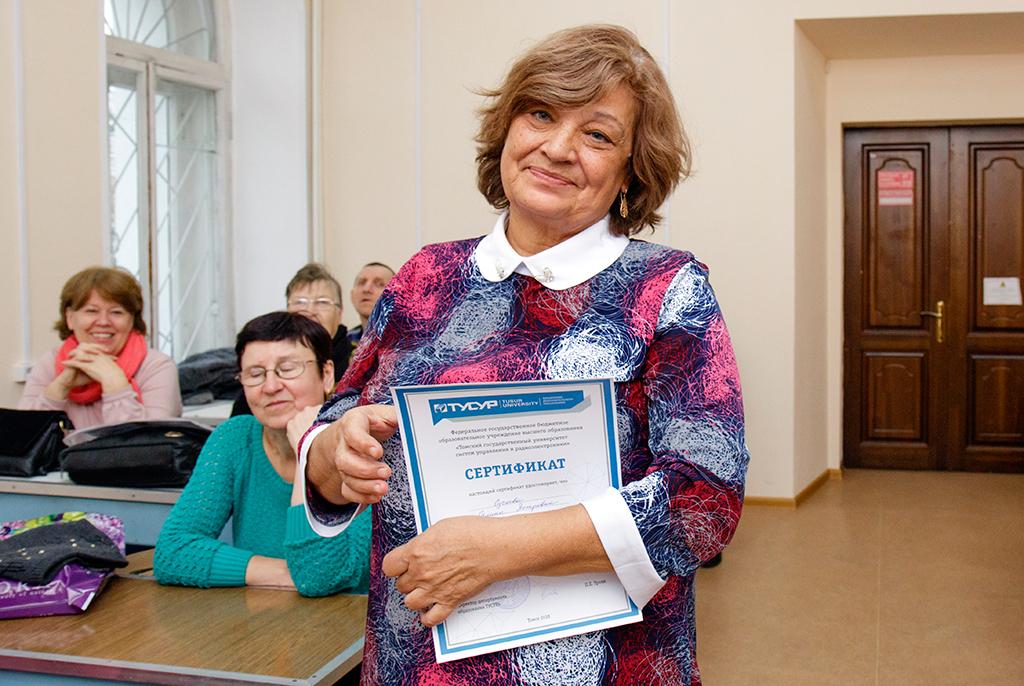 Успешно освоили: вТУСУРе завершились компьютерные курсы дляпожилых людей
