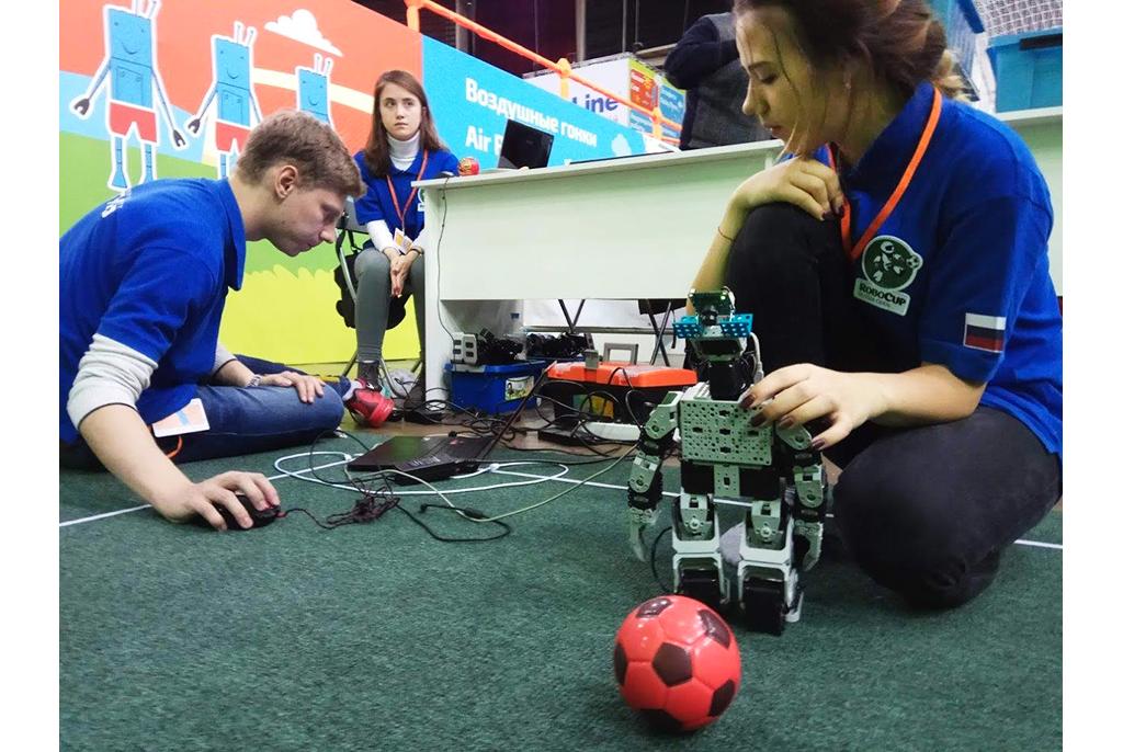 ТУСУР разработал систему дляиспользования недорогих образовательных роботов вмировых робототехнических соревнованиях