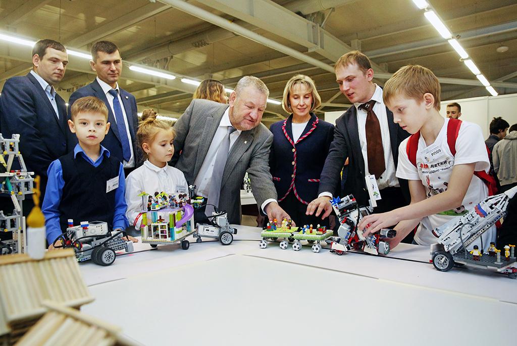 Александр Шелупанов: «Роботы помогают намучиться ижить!»