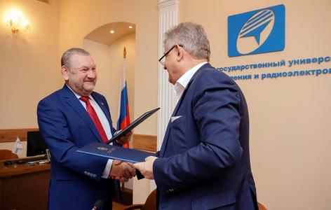 Росэлектроника и ТУСУР подписали договор о стратегическом партнёрстве