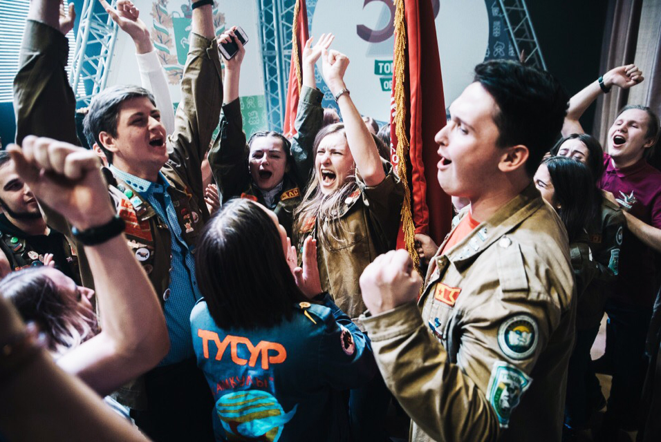 ТУСУР получил знамя лучших отрядов Томской области