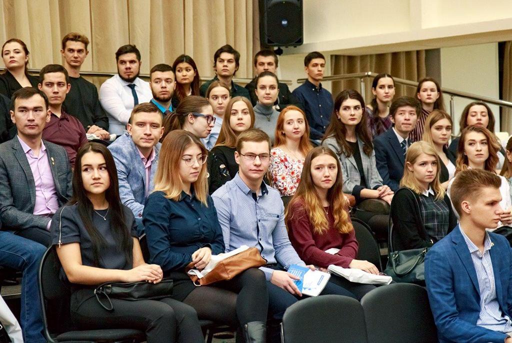 «Не бывает неудобных вопросов»: ректор ТУСУРа встретился «без галстуков» состудентами