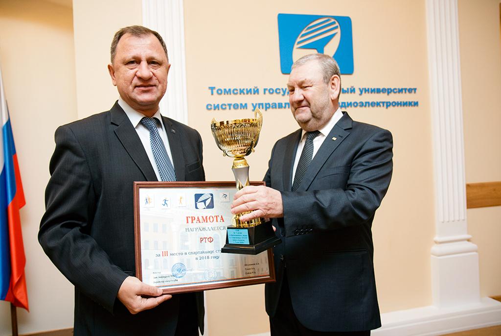 Сотрудникам истудентам вручили награды научёном совете ТУСУРа