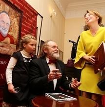 Художник Леонтий Усов презентовал книгу с портретами известных томичей