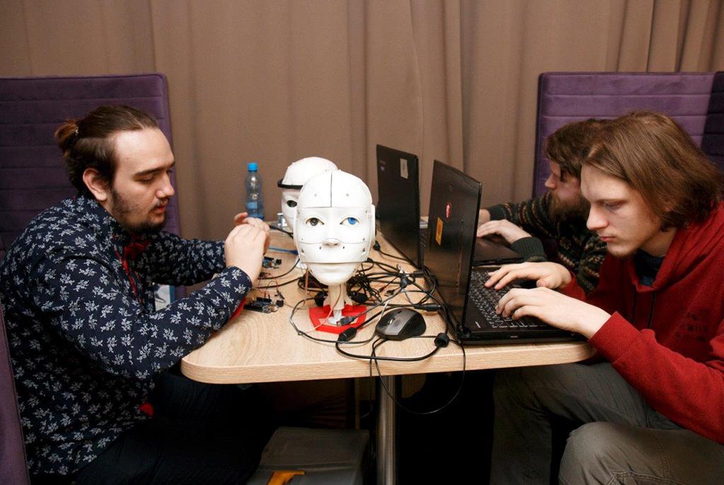 На Нейрохакатоне студенты разработали робота-собеседника для борьбы со стрессом