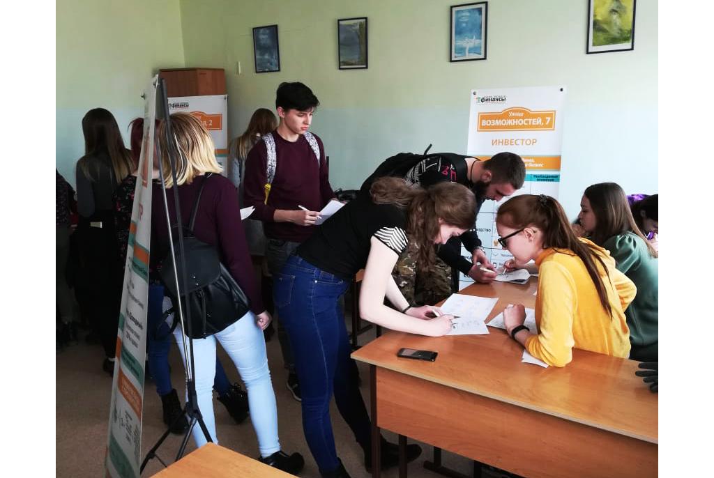 Студенты ТУСУРа проводят финансовые квесты в томских техникумах