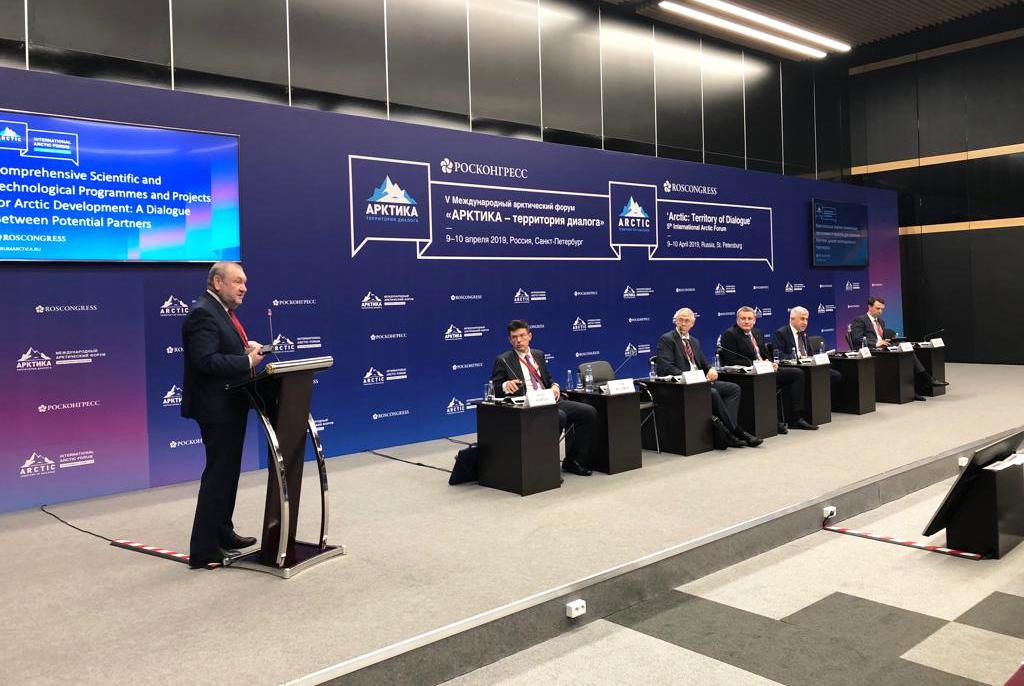 Ректор ТУСУРа представил проект первого кругосветного полёта на дирижабле на форуме «Арктика – территория диалога»