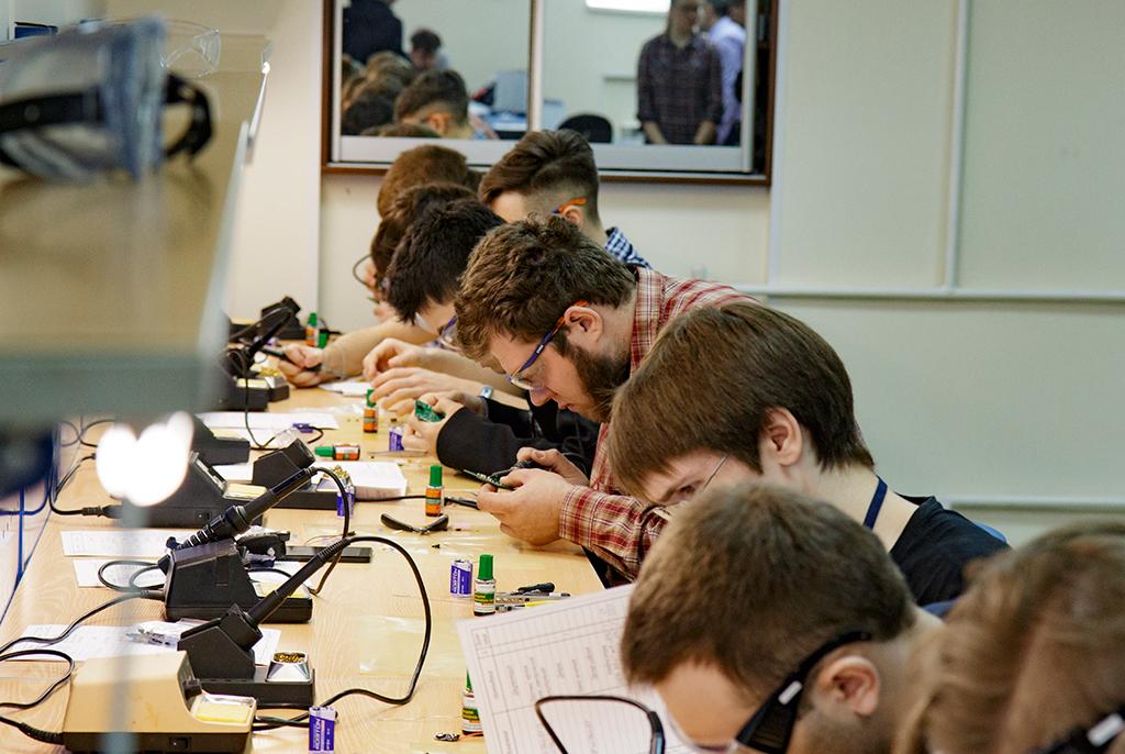В ТУСУРе оценят инженерные навыки студентов и школьников на конкурсе радиомонтажников