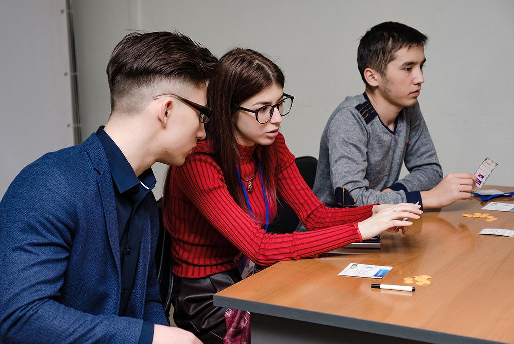В ТУСУРе участников интерактивной бизнес-игры «погрузили» в сферу IT