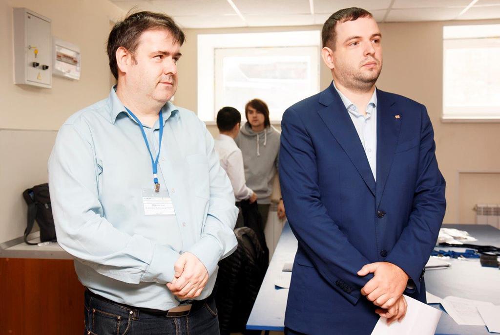 Представитель компании «Свободная энергия» Евгений Приписнов и начальник научного управления ТУСУРа Александр Медовник