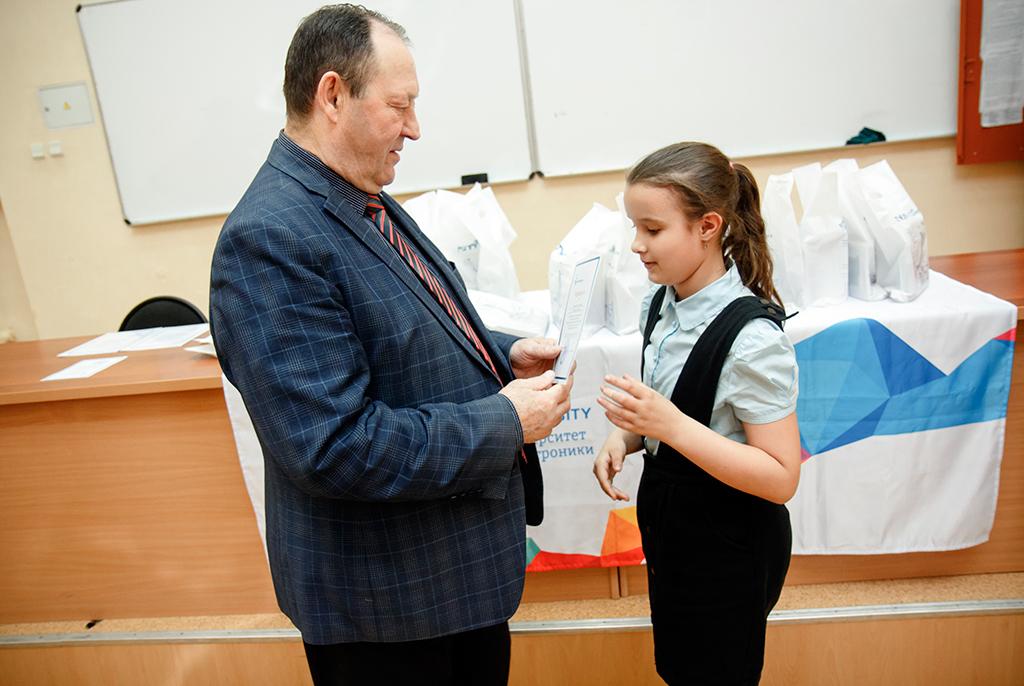 Шаг в науку: в ТУСУРе наградили победителей «Научной сессии» среди школьников