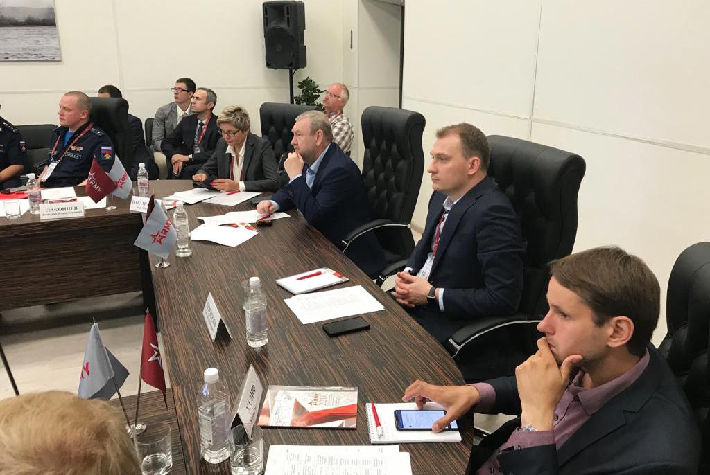 ТУСУР собрал ключевых отечественных разработчиков ЭКБ для обсуждения развития отрасли беспроводной связи и IoT