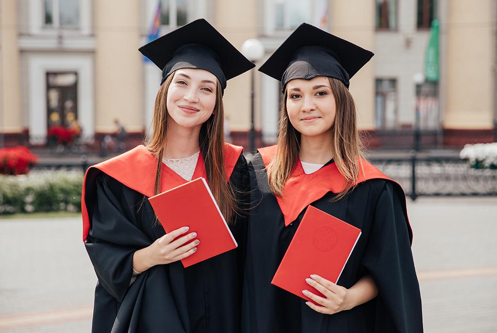 Выпускникам направления «Организация работы с молодёжью» вручили дипломы
