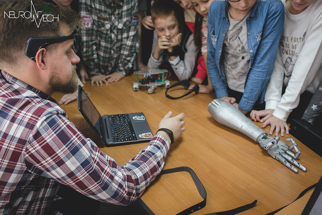 Компания, выросшая из проекта ТУСУРа по созданию человекоподобного робота, открыла офисы в Испании и Китае