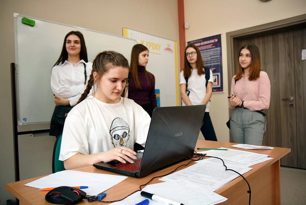 Студенты ТУСУРа разрабатывают «помощника» для писателей