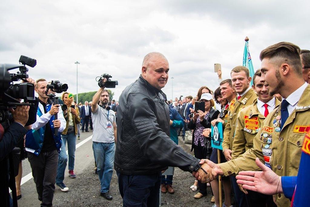 Благодарность правительства Кузбасса получил командир отряда ТУСУРа, участвовавшего в строительстве первой скоростной магистрали Сибири