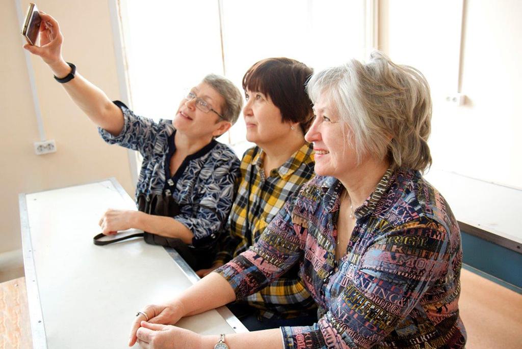 Преподаватели ТУСУРа учат пенсионеров Томска делать презентации и пользоваться мобильным Интернетом