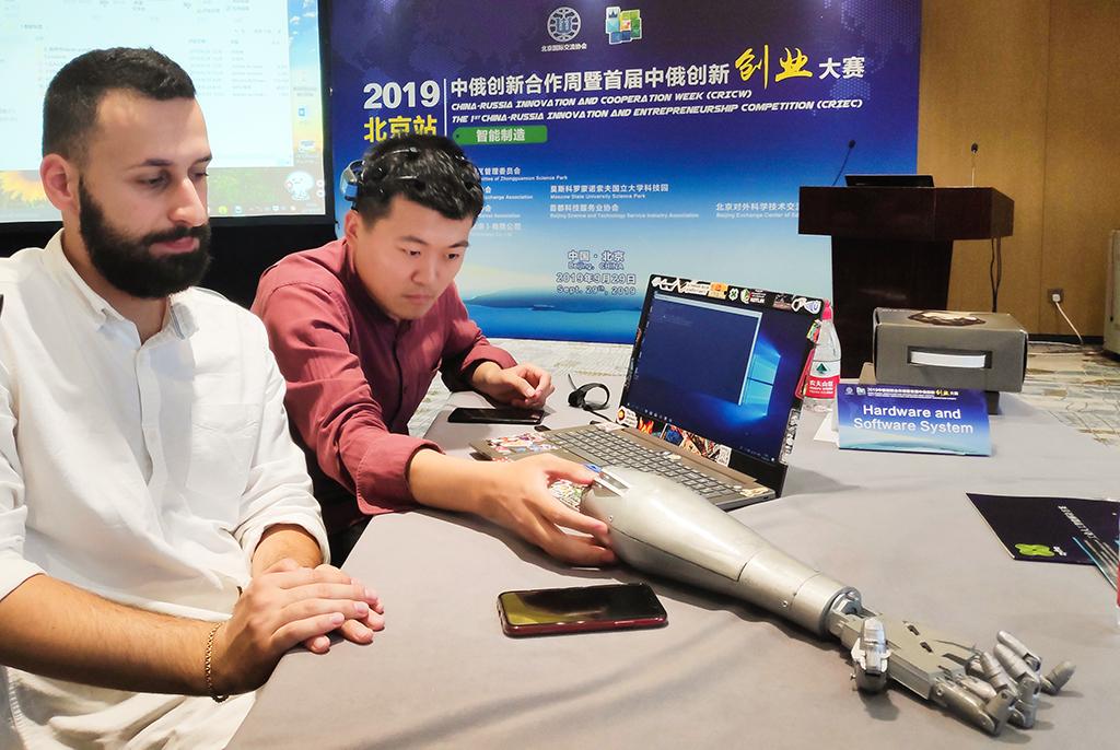 Разработанный резидентами бизнес-инкубатора ТУСУРа проект по нейроуправлению оценили китайские инвесторы