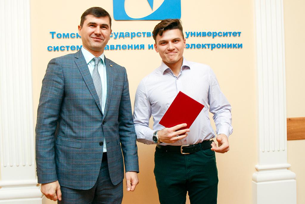 Сотрудникам и студентам ТУСУРа вручили награды