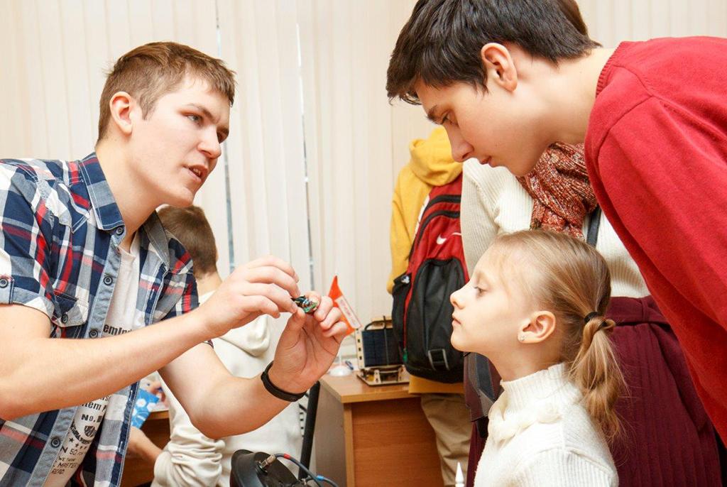 Как стать востребованными в будущем, рассказали школьникам в ТУСУРе