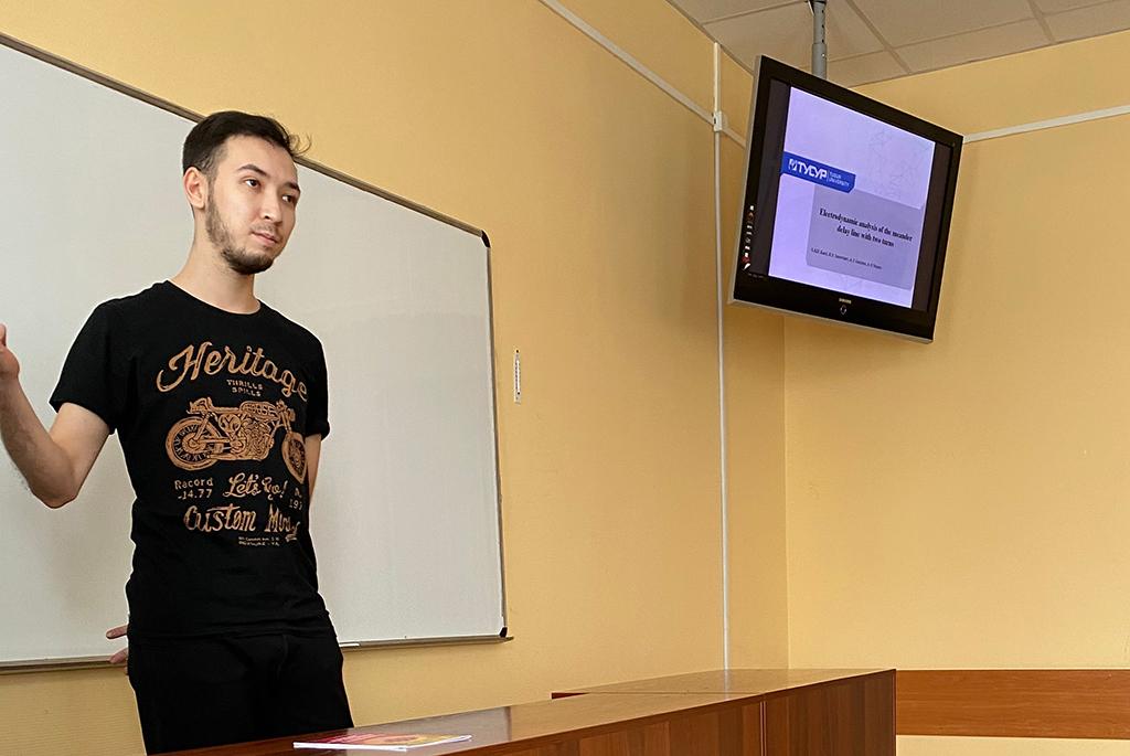 В рамках конференции «Электронные средства и системы управления» состоялась работа секции докладов на английском языке