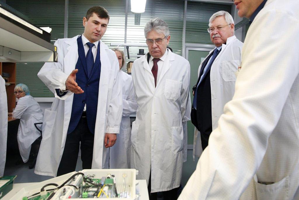 ТУСУР продемонстрировал президенту РАН результаты успешной работы с предприятиями