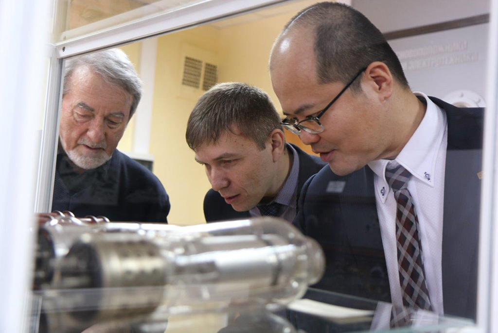 TUSUR and Kyocera to Develop Radiophotonic IC Package
