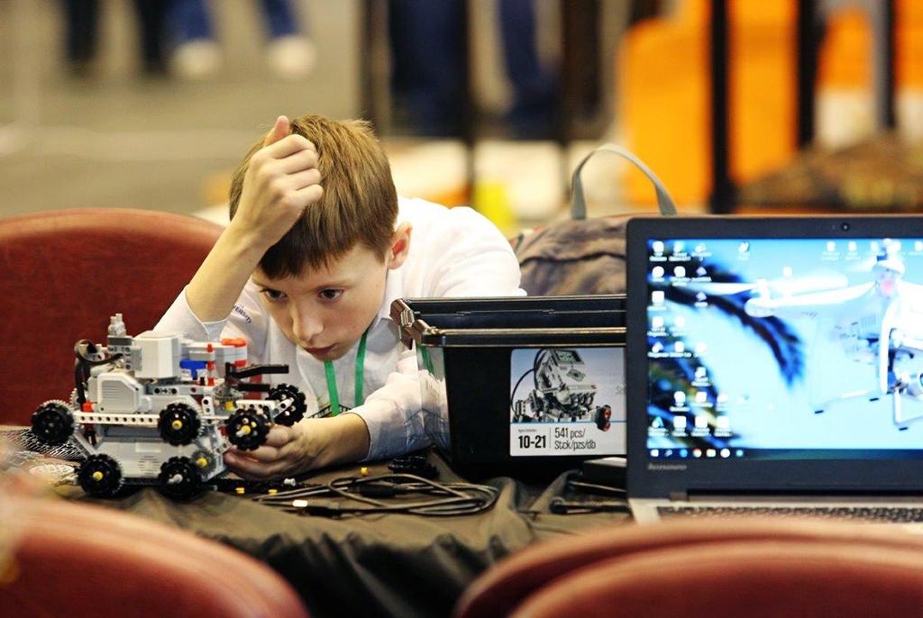 Летние проектные смены ТУСУРа в онлайн-формате приняли первых школьников