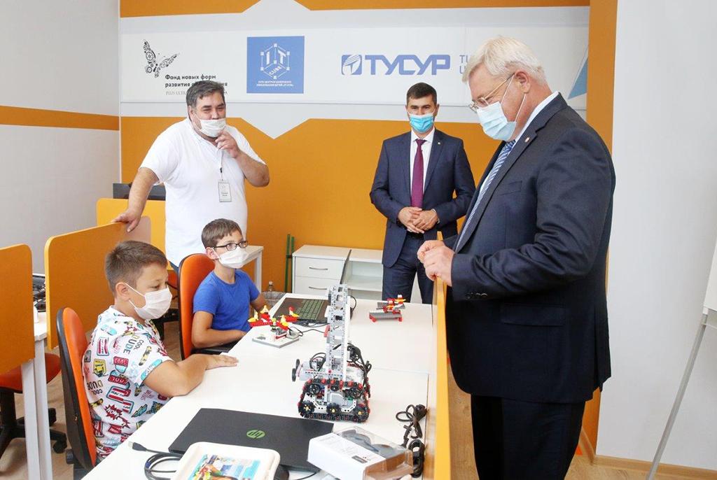 Губернатор Томской области посетил «IT-куб» в ТУСУРе