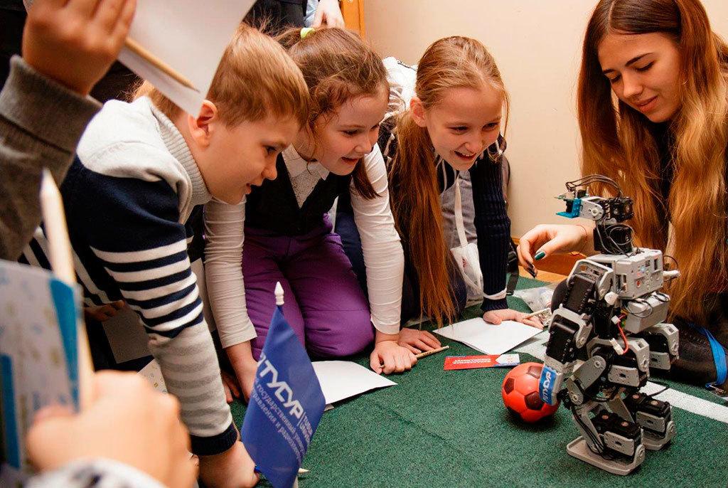 Студенты ТУСУРа получили грант на разработку робототехнического комплекта по игре в футбол