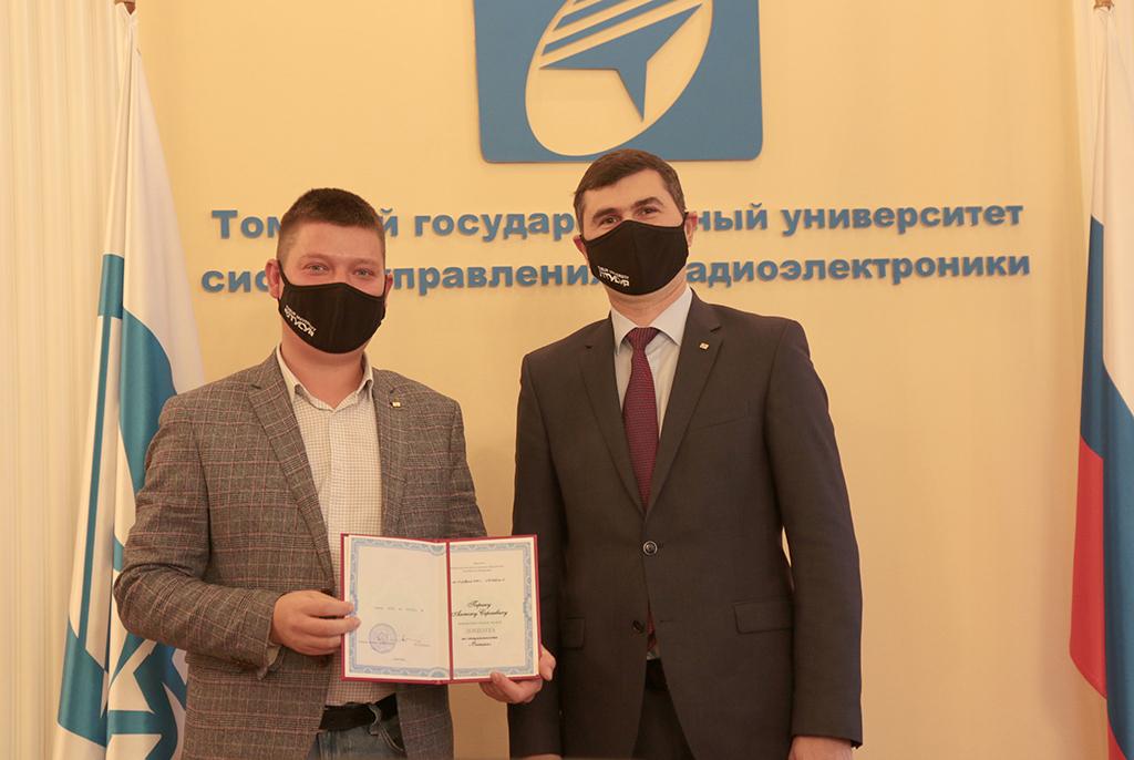 Сотрудников ТУСУРа наградили почётными знаками за научную деятельность
