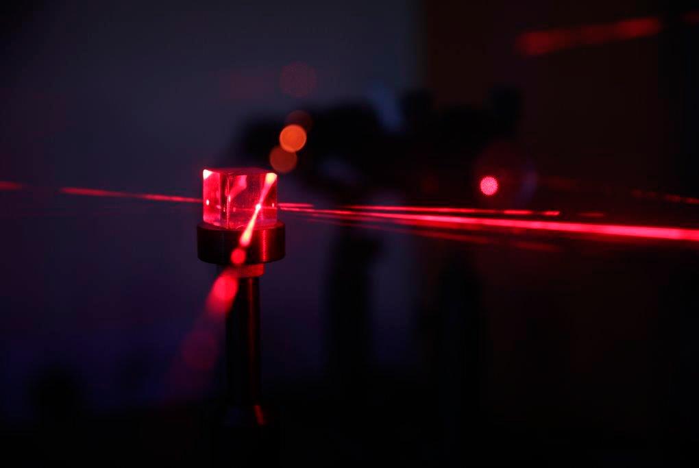 Сотрудник ТУСУРа разрабатывает электрооптический модулятор добротности с интегрированным драйвером для импульсных наносекундных лазеров