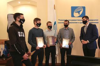 Ректор ТУСУРа наградил сотрудников вуза за их достижения