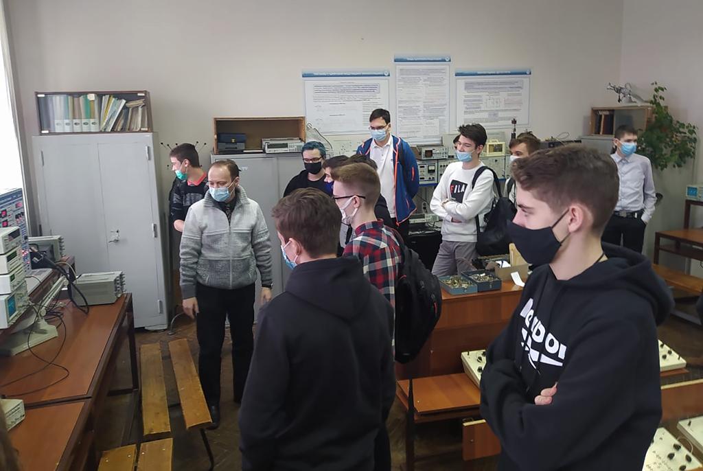 Ученики специализированных классов ТУСУРа приступили к знакомству с кафедрами университета