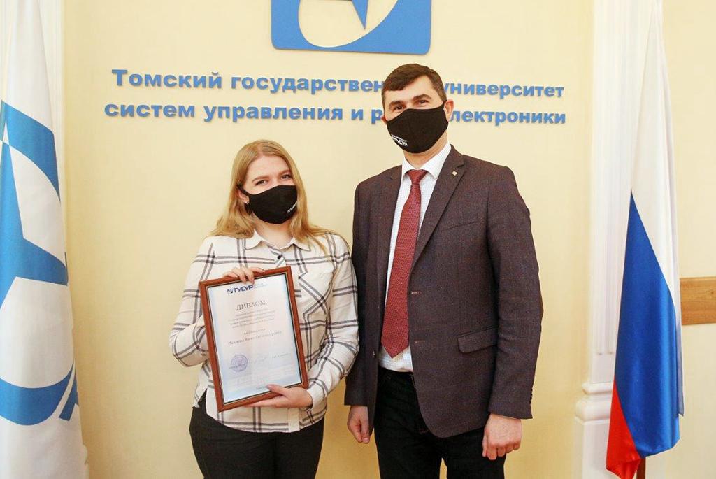 Сотрудники и студенты ТУСУРа получили награды на учёном совете