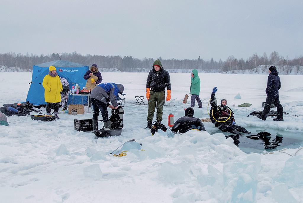 Клуб подводного плавания ТУСУРа открыл сезон подлёдных погружений