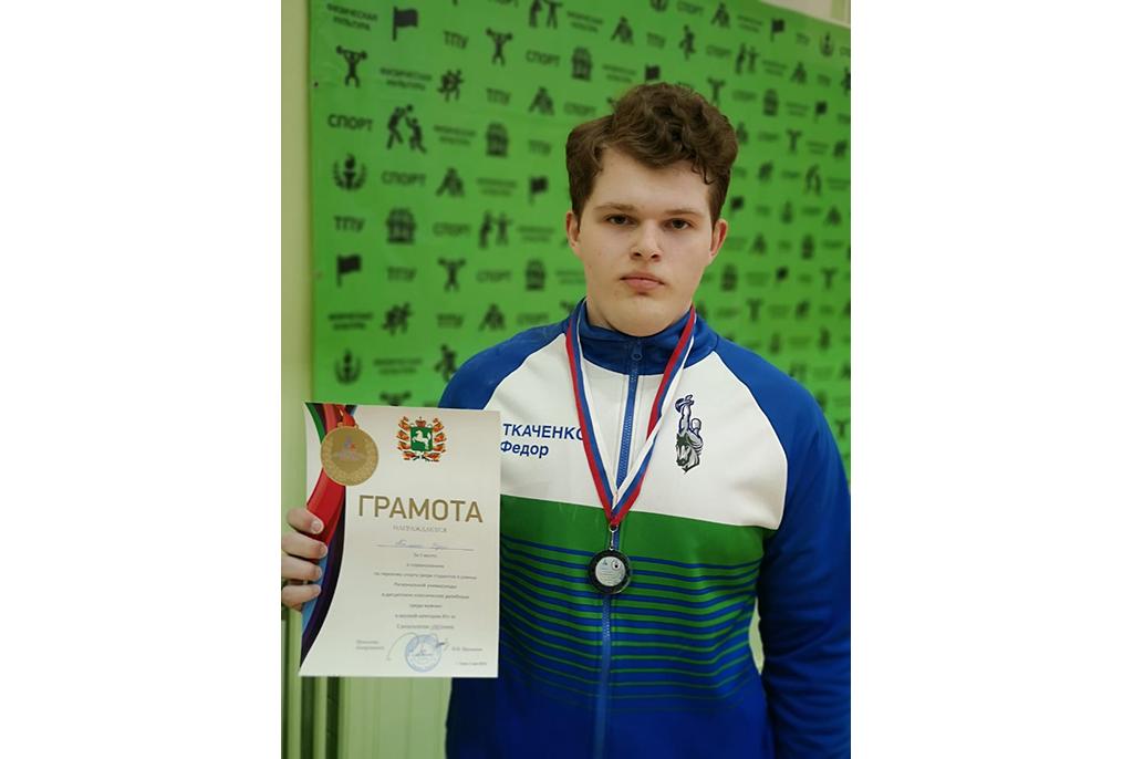 Студент ТУСУРа взял серебро в соревнованиях по гиревому спорту