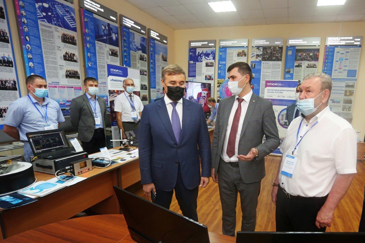 ТУСУР посетил министр науки и высшего образования РФ