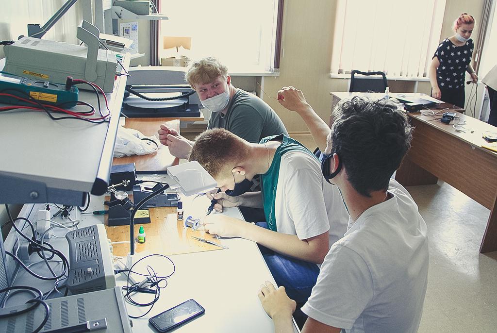 На кафедре РЭТЭМ прошёл мастер-класс для учеников специализированных классов ТУСУРа